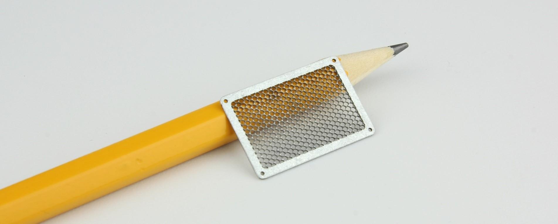 """חיתוך רשת בלייזר בברזל מגלוון בעובי 0.5 מ""""מ"""