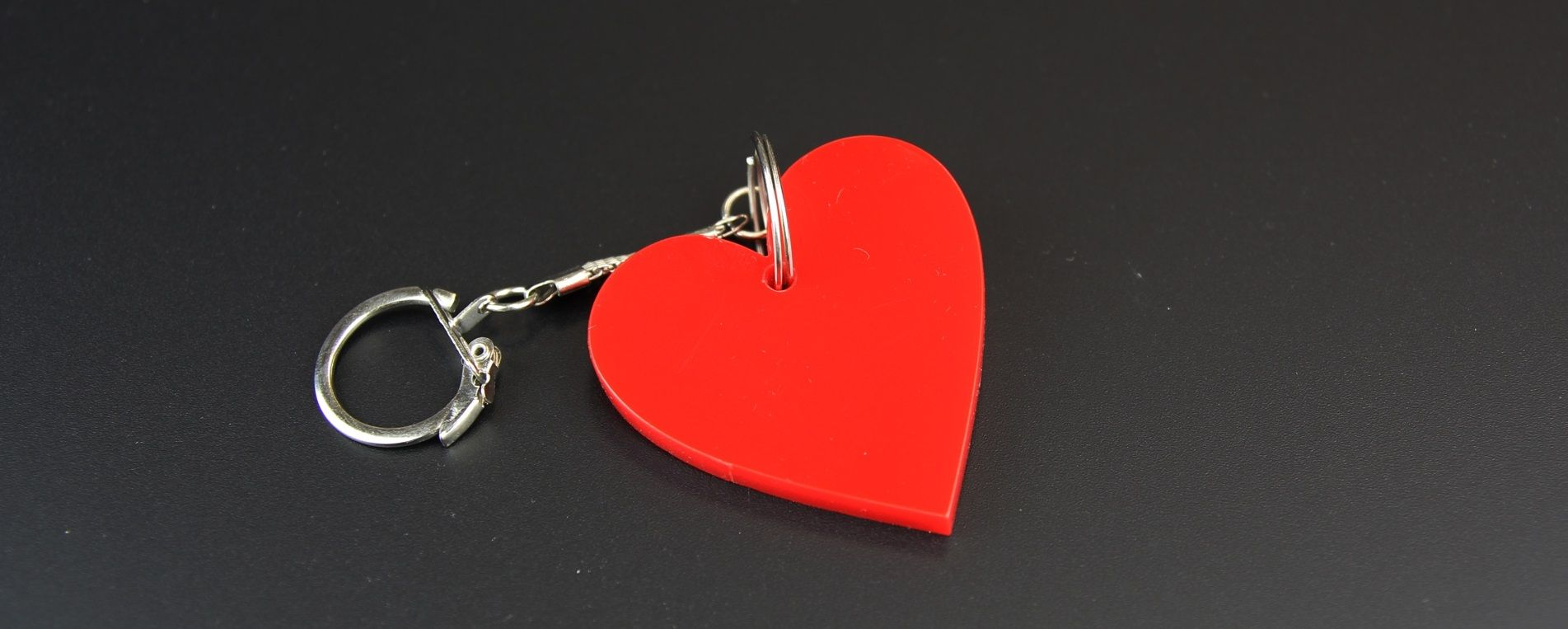 Laser cutting of an Heart-shaped keychain made of red acryilic