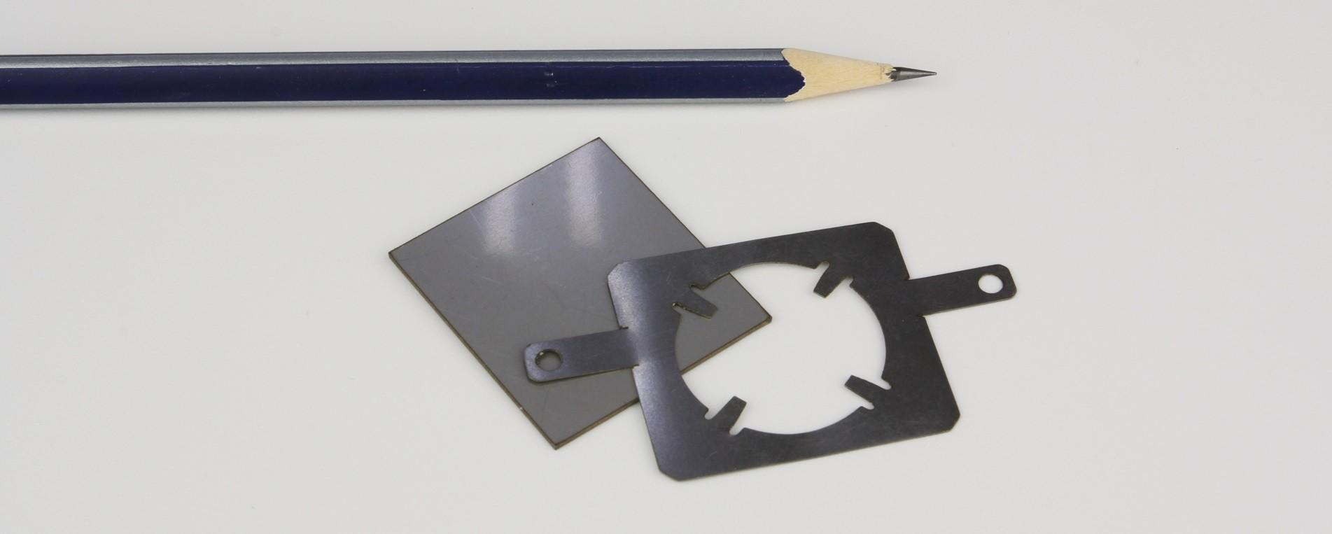 """חיתוך בלייזר של חלק מפלדה בלתי מחלדה בעובי 0.5 מ""""מ"""