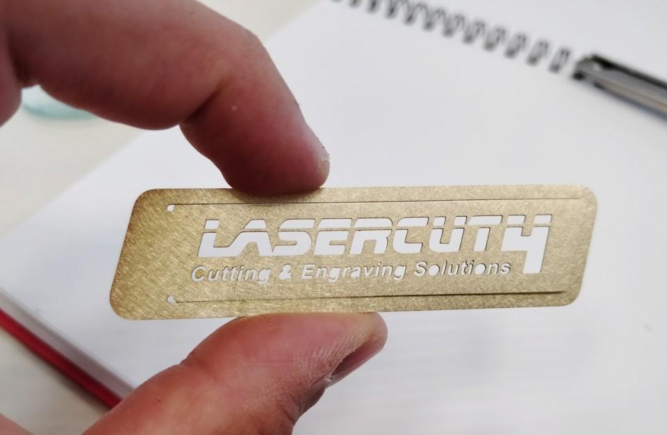 חיתוך בלייזר של מהדק נייר ממותג מפליז בעובי 0.5 מ