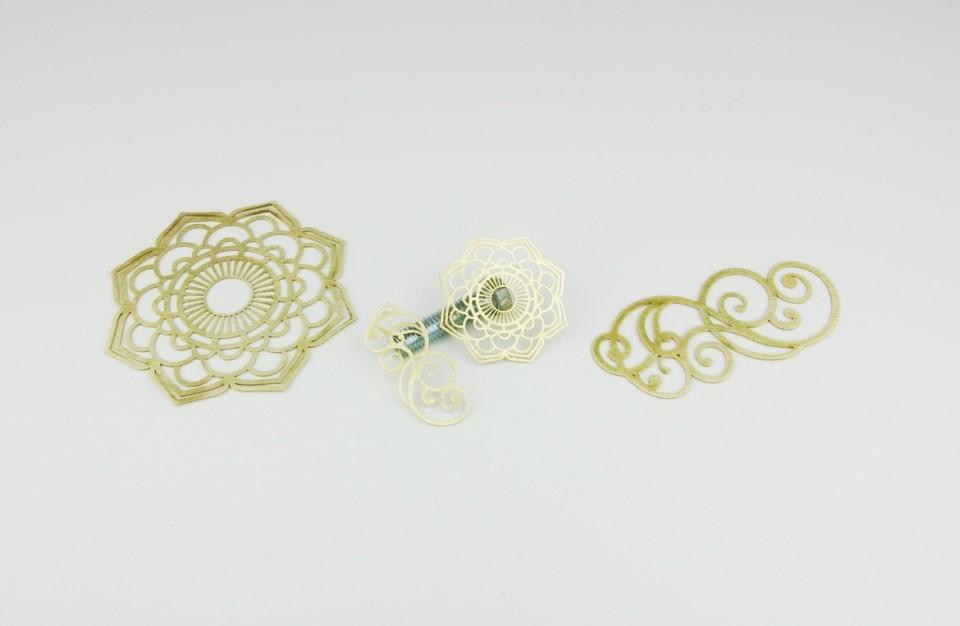 עגילים מפליז חתוכים בלייזר בעובי 0.5 מ