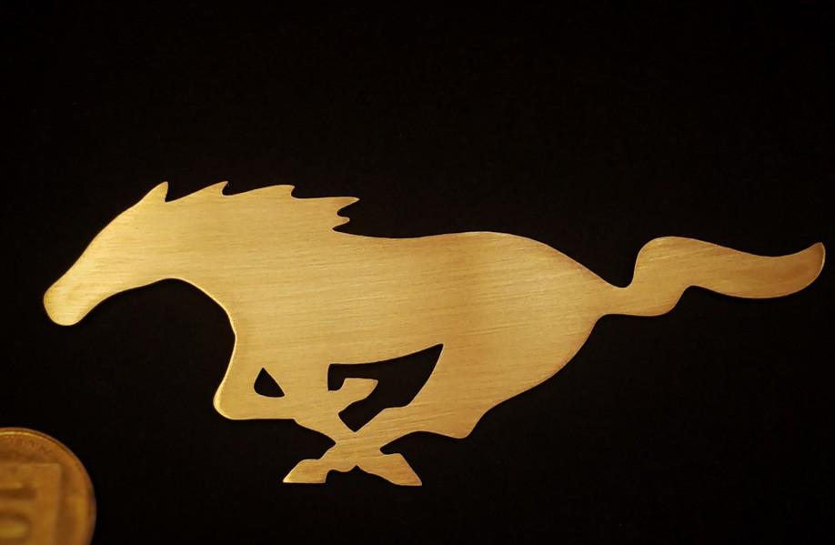 חיתוך עיטור בצורת סוס מפליז בעובי 0.8 מ