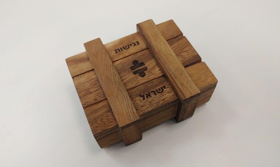 חריטה בלייזר על משחק חשיבה מעץ