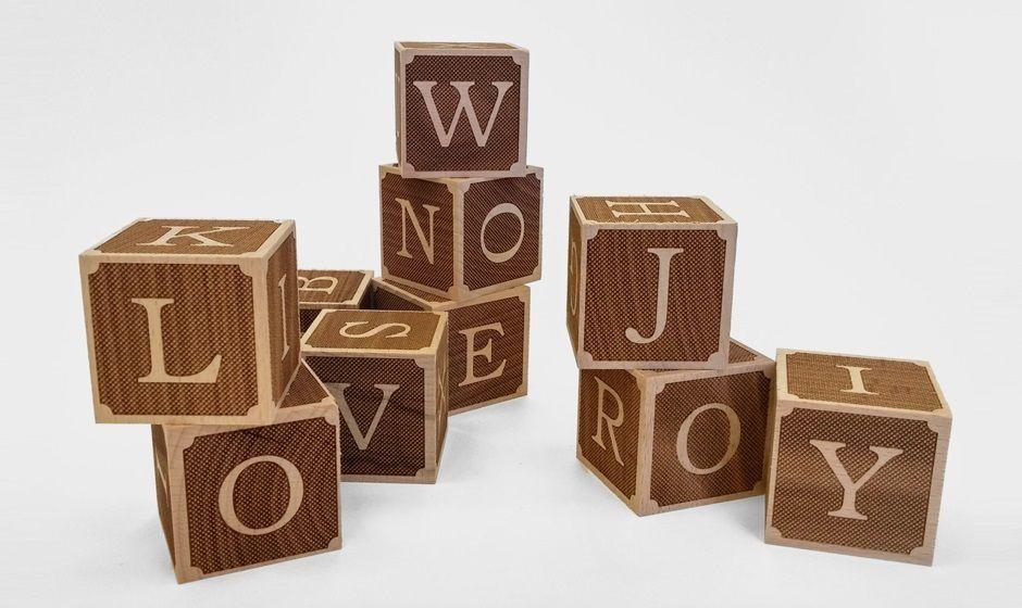 חריטה בלייזר של קוביות עץ למשחק ילדים